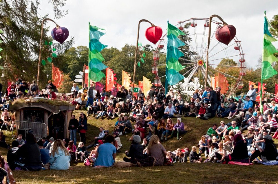 Picture_showing_the_crowd_at_the_Body_&_Soul_arena_at_Electric_Picnic_2010